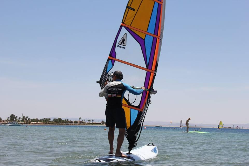 Polski instruktor windsurfingu kitesurfingu szkolenia wyjazdy biuro podróży